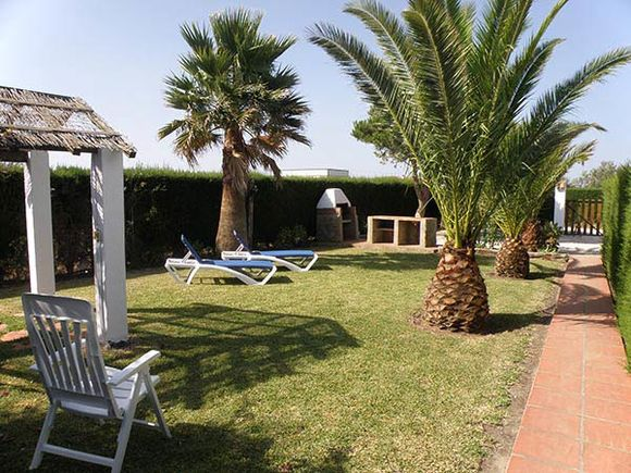 Bright and cosy El Palmar accommodation with garden in Spain