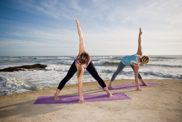 Yoga El Palmar two women in triangle