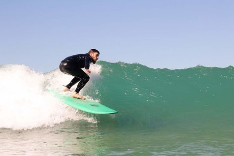 Surfing for advanced surfers and beginners