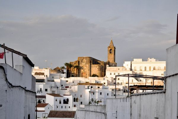 Vejer de la Frontera is 20 minutes from a frame surfcamp in andalusia.