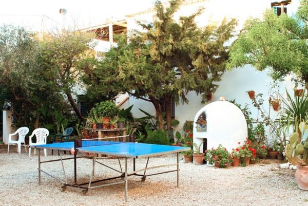 Courtyard in A Frame Surfcamp with table tennis and trees
